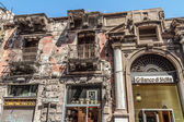 PALERMO, SICILY ITALY JUNE 26 2013 Bank of Sicily aside of a rotten building on June 26 2013 in the inner city of Palermo. Euro and Financial crisis hits southern Europe hard — Stock Photo