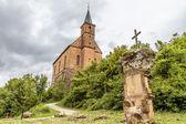 Middeleeuwse katholieke kapel in de heuvels — Stockfoto