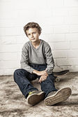 Cool Boy sitting on his skateboard — Foto de Stock