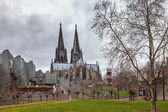 Cologne Cathedral and Modern philharmonic concert hall — Stock Photo