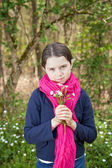 Young girl in a forest — Stockfoto