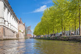 Low angle view on to the canal of Bruges — Stock Photo