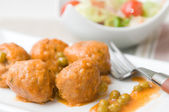Meatballs with peas sauce and salad — Stock Photo