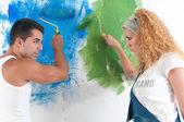 Retrato de par pintar en casa — Foto de Stock