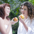 Young women eating an apple — 图库照片