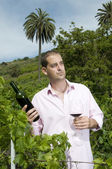 Man holding a wine bottle — Stock Photo