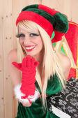 Krásná asistentka santa claus líbání — Stock fotografie