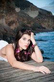 Woman lying on pier — Stockfoto