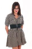 Meisje in een geruite jurk — Stockfoto