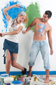 Couple painting at home — 图库照片