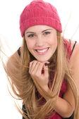 Blonde model in roze hoed — Stockfoto