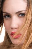 Mooie vrouw met rode lippen — Stockfoto