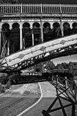 Cykeln körfält under bron — Stockfoto