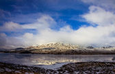 Mountains and cold lake — Stock Photo