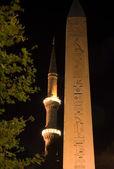 Minaret and obelisk — Stock Photo