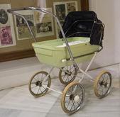 旧的婴儿推车 — 图库照片