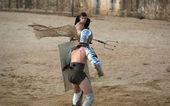 Gladiator throws the net — Stock Photo