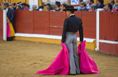Bullfighter waiting with their hands in the cape — Stock Photo