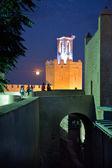 Visiting Espantaperros Tower at night — Zdjęcie stockowe