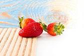 Tři voňavé jahody — Stock fotografie