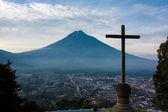 Cerro de la Cruz over Antigua Guatemala valley opposing volcano Agua — Stock Photo