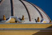Lion sculptures on the dome of Iglesia de la Merced Antigua Guatemala — Stock Photo