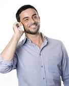 Ung man talar i mobiltelefon — Stockfoto