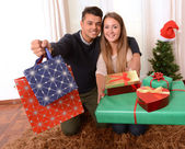 Young Happy Couple holding Christmas Presents — 图库照片