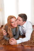 Happy Romantic couple on Rug — Foto Stock