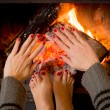 Woman warming her hands ands feet — Stock fotografie