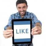 Man showing digital tablet in social network, blog, internet com — Stock Photo #51662905