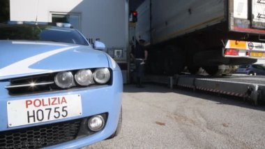 Checkpoint trucks of Italian Highway patrol — Stock Video