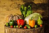 Natürmort sebze ve meyveler. — Stok fotoğraf
