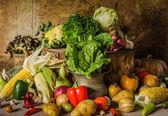 Frutas, ervas e legumes ainda vida. — Foto Stock