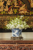 Orchid in  Chinese pattern  vase — Foto Stock