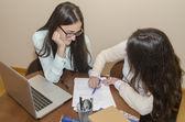 Vrouwen tijdens het werken — Stockfoto