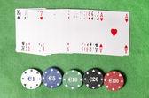 組のトランプとカジノのチップ — ストック写真