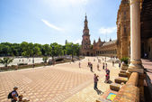 "SEVILLE, SPAIN - MAY 07: Tourists in the ""Plaza de Espana"" of S — Foto de Stock"