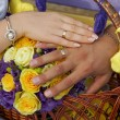 Hand of groom and bride with wedding rings — Stockfoto #33155373