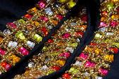 Krásné šperky na černém pozadí — Stock fotografie