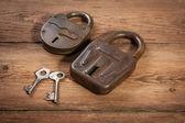 Key and rusty lock — Stock Photo