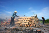 People burn pottery outdoor at wasteland. PHAN RANG, VIET NAM- FEBRUARY 3 — Stock Photo