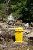 Trashcan to remind enviromental protection sense — Stock Photo