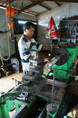 Mechanic working  mechanical workshop — Foto Stock