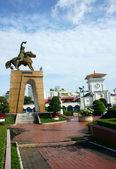 Tran Nguyen Han statue at Ben Thanh market — Stock Photo