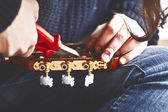 Hand tuning a guitar — Stock Photo