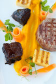 Steak and Cheeks — Stockfoto