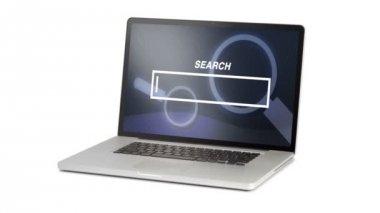 Beyaz arka plan üzerinde izole laptop — Stok video