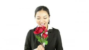 Geschäftsfrau mit rosen — Stockvideo