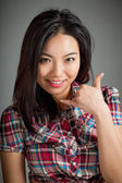 Retrato de vaquera asiática sexy llámame gesto con la mano — Foto de Stock